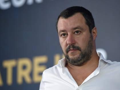 """Salvini: """"Aquarius ha recuperato altri 50 immigrati. Denuncio chi aiuta gli scafisti"""""""