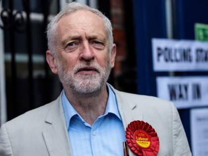 """Accuse a Corbyn: """"Ha taciuto sui finanziatori dei viaggi all'estero"""""""