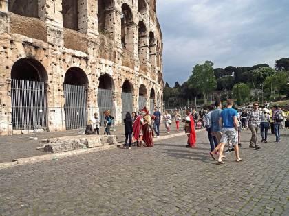 Roma, la psicosi del terrorismo colpisce il ponte dell'Immacolata