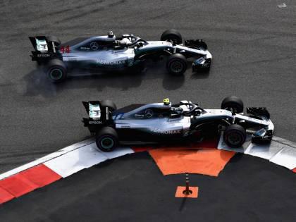 Formula Uno, Sochi: Hamilton vince con polemica davanti a Bottas e Vettel