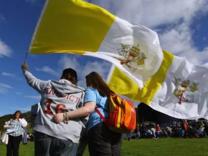 """In Scozia, la bandiera vaticana è """"offensiva"""""""