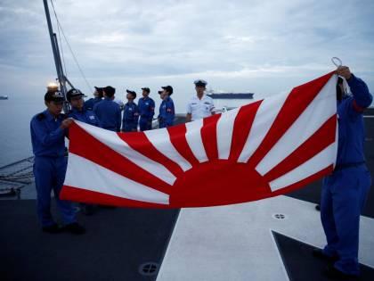 Il Giappone rinuncia ai test militari per le proteste coreane sulla bandiera