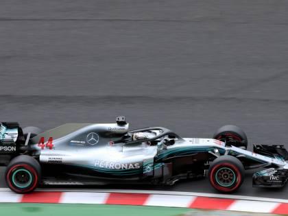 Formula Uno, dominio Mercedes a Suzuka: Hamilton in pole davanti a Bottas. Disastro Ferrari