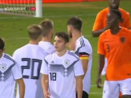 Sputa contro l'avversario: Olanda lo sospende a tempo indeterminato