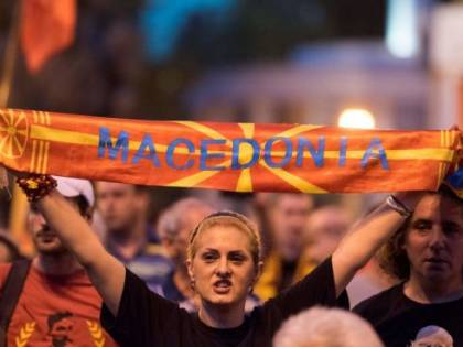 Macedonia, il parlamento dice sì al cambio del nome