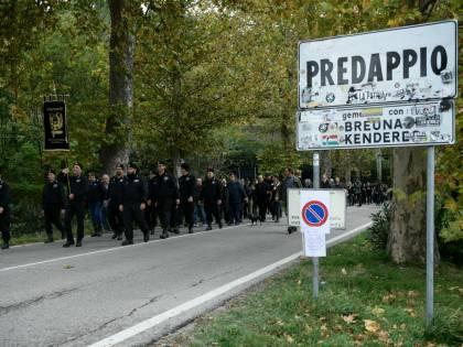 """Fascismo, l'Anpi va in procura: """"Identificare chi era a Predappio"""""""