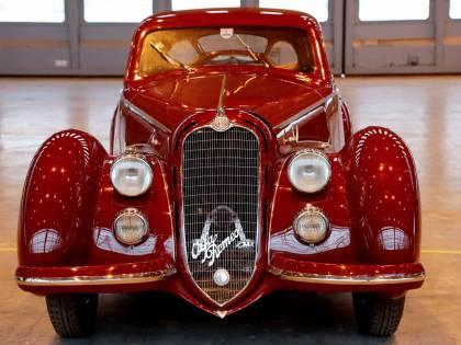 Alfa Romeo 8C Touring Berlinetta, fascino senza tempo