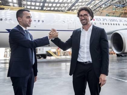 Storia di un maxi spreco. Il super jet di Renzi abbattuto da Toninelli