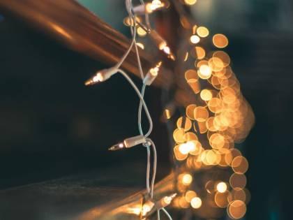 Luminarie falliche per Natale: è polemica