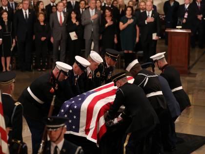 Trump rende omaggio a Bush