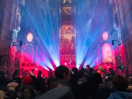 Vienna, la cattedrale diventa palcoscenico per la star pro Lgbt