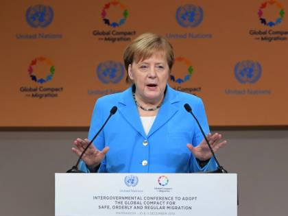 Migranti, la buonista Merkel? Sbarra i confini e li respinge
