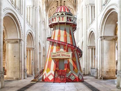 Uno scivolo in cattedrale? È polemica in Gran Bretagna