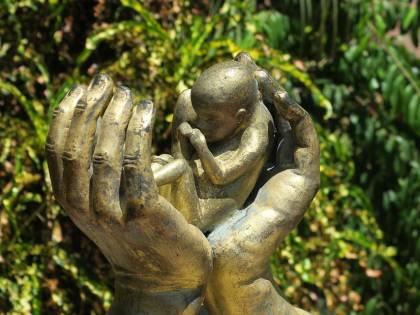 Svezia, Caritas e Diocesi finanziano gruppi pro aborto