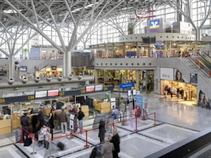 Germania, allarme terrorismo negli aeroporti: violato sistema di sicurezza