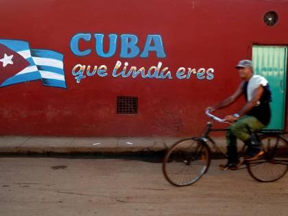 Cuba approva la nuova Costituzione, ritorna il riferimento al comunismo