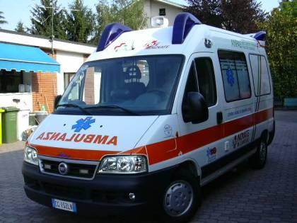 Napoli, lancio di botti e petardi contro un'ambulanza del 118