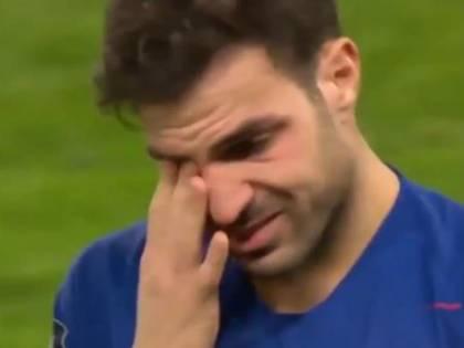 Fabregas, addio al Chelsea tra le lacrime (e gli applausi dei tifosi)