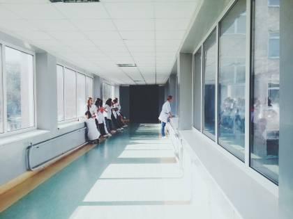 Bologna, infermiere aggredito e ferito alla testa