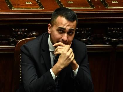 """Migranti, Di Maio sfida Macron: """"Ora te li portiamo a Marsiglia"""""""