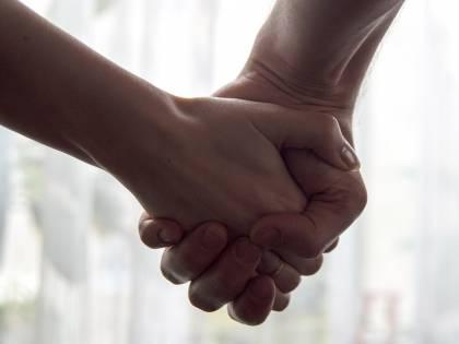 Mani: i migliori rimedi per curarle e proteggerle durante l'inverno