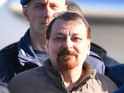 """Battisti si lamenta: """"Sono in carcere con i jihadisti"""""""