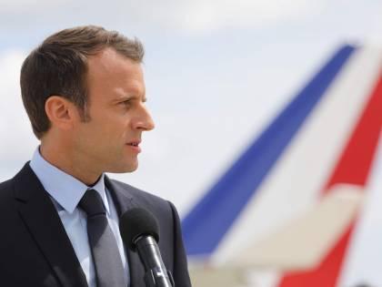 Macron disperato, ora tenta la carta del dialogo con una lettera ai francesi
