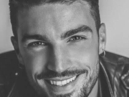 Mariano Di Vaio è l'uomo più bello d'Italia. É ottavo dopo Jason Momoa