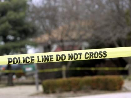 Philadelphia, folla inferocita lincia uomo che stava rubando auto con a bordo 3 bimbi