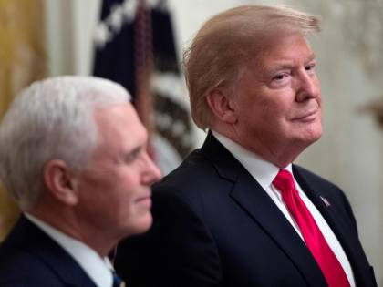 Trump lascia gli aerei a terra: nessuno potrà andare a Davos