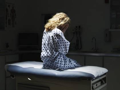 Cardiologo arrestato per abusi sessuali su pazienti