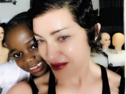 Cosa è successo ai capelli di Madonna?