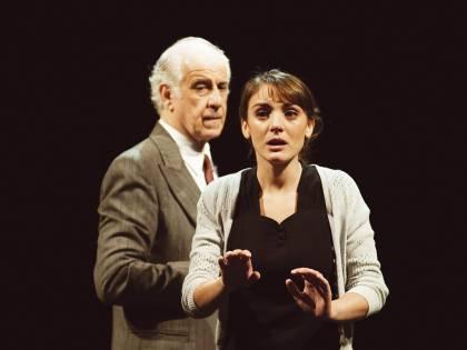 Spettatrice insofferente, Servillo ferma lo spettacolo e l'invita a lasciare il teatro