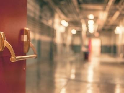 Piacenza, straniero vuole un posto dove dormire: paura in ospedale
