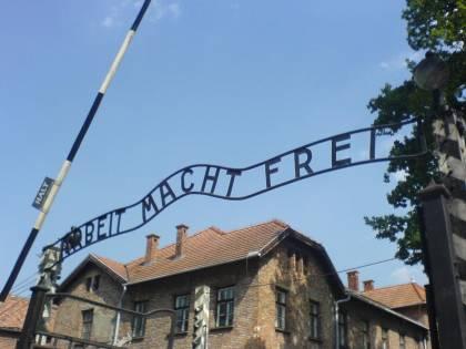 """Nazionalisti ad Auschwitz: """"Cerimonia non inclusiva, ricordare anche i polacchi"""""""