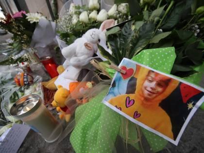 Bimbo ucciso a Cardito, sui telefoni le immagini delle violenze