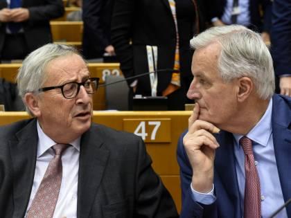 """Brexit, adesso Juncker gela la May: """"L'accordo non sarà toccato"""""""