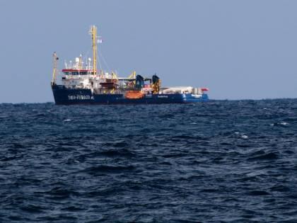 """I pm incastrano la Sea Watch: """"Inidonea a salvare migranti"""""""