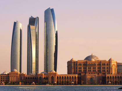 """Emirati, arrestato turista inglese: """"Indossava maglia del Qatar"""""""
