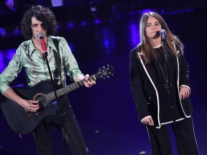 Sanremo, la serata dei duetti. Il premio va a Motta e Nada
