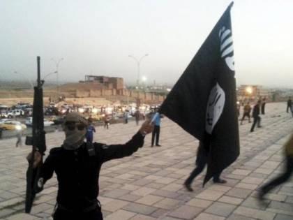 """Linea dura della May: """"Carcere per chi clicca su siti jihadisti"""""""