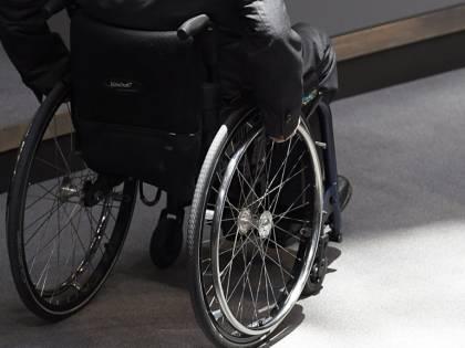 Brasilia, ragazza finisce su sedia a rotelle dopo piercing al naso