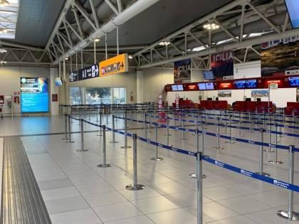 Incendio all'aeroporto di Ciampino: tutti evacuati e voli fermi