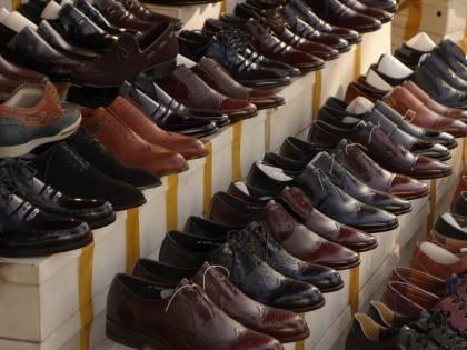 Avezzano, indossa le scarpe in un negozio e fugge: arrestato ucraino