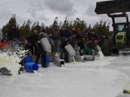 Latte, a Nuoro un commando di pastori assalta una cisterna
