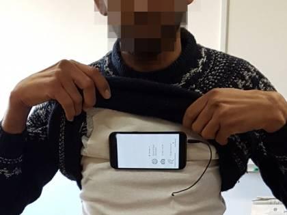 Richiedente asilo sorpreso col kit da spionaggio all'esame per la patente
