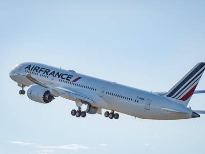 L'Olanda aumenta le proprie quote in Air France. Ira di Parigi
