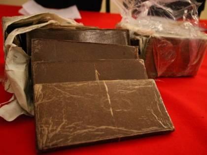 Genova, macedone nasconde droga nel regalo la per fidanzata