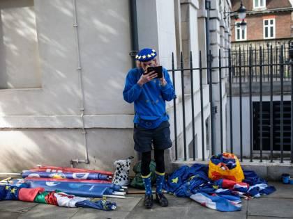 Brexit: i manifestanti fuori il Parlamento inglese