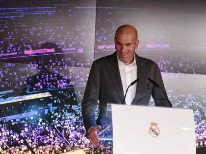 """Zidane si presenta al Real e viene deriso per il suo outfit: """"Da codice penale"""""""
